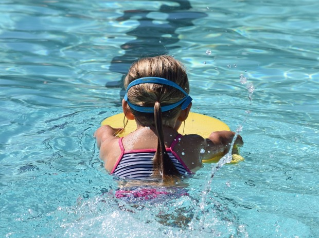 young-swimmer-2494904_960_720
